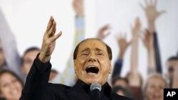 Silvio Berlusconi, leader du Forza Italia (PDL), parle lors d'un rassemblement à Bologne, le 8 novembre 2015.