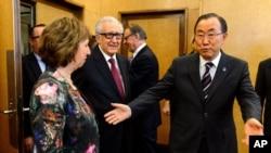 بان کی مون دبیر کل سازمان ملل، کاترین اشتون مسئول سیاست خارجی اتحادیه اروپا، و اخضر ابراهیمی، فرستاده ویژه سازمان ملل به سوریه در ژنو، ۲ ژانویه ۲۰۱۴