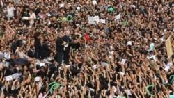 میرحسین موسوی، با استفاده از بلندگو با هواداران خود که دست به تظاهرات زدند، چند روز پس از اعلام نتیجه انتخابات ریاست جمهوری در تهران صحبت می کند