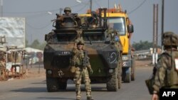 Pasukan Perancis melakukan patroli di ibukota Bangui, Rabu (25/12).