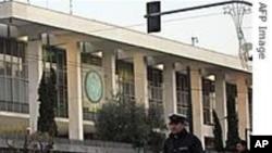 Грција и Португалија ги намалуваат трошоците, на удар на штрајкови
