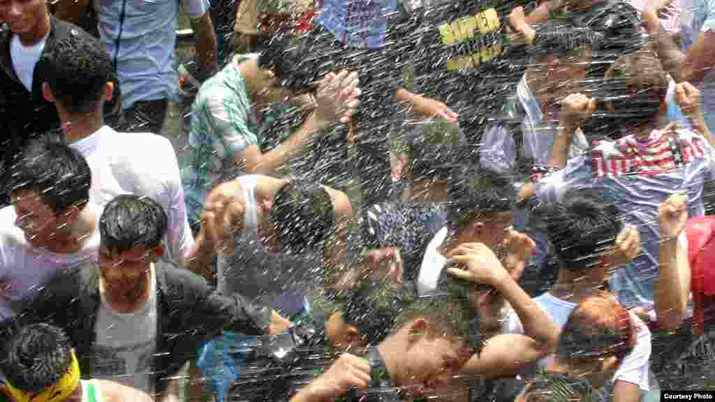 The four day water festival started with gentle sprinkling of water to cool down but it has gradually evolved into water fights using hoses and water guns and dancing in the street.(MoeMoe Htun/VOA).