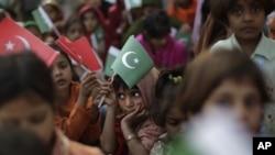 AS membatalkan pendanaan bagi sebuah acara pendidikan bagi anak-anak di Pakistan karena dugaan adanya korupsi (foto ilustrasi anak-anak sekolah di Pakistan).