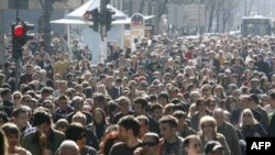 """Liberalno-demokratska partija je povela komemorativnu povorku """"Šetnja za Zorana"""" do Novog groblju u Beogradu."""