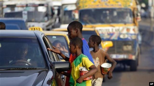 Child beggars on the streets of Dakar (file photo)