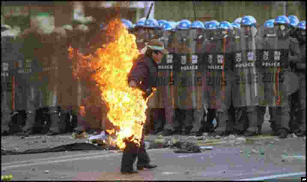 Chung Jae-Sung, a 34-year-old Hyundai Motor Company employee, is engulfed in flames as he self-immolates in the southern port city of Ulsan to protest South Korea's new labour law. Chung is in critical condition with burns on 90 percent of his body, Janua