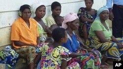 Mulheres violadas na vila congolesa de Luvungi.