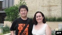 两位国际学生:唐光鹰(左)和里莱娜(右)