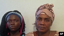 Teresa Filomena Tyaenda (à direita) acusou juiz angolano de assédio sexual