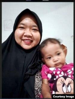 Lea Mayriani (35 tahun), ibu dua anak di Jakarta, yang memilih tidak melanjutkan imunisasi putrinya karena khawatir tertular COVID-19 (dok: pribadi).