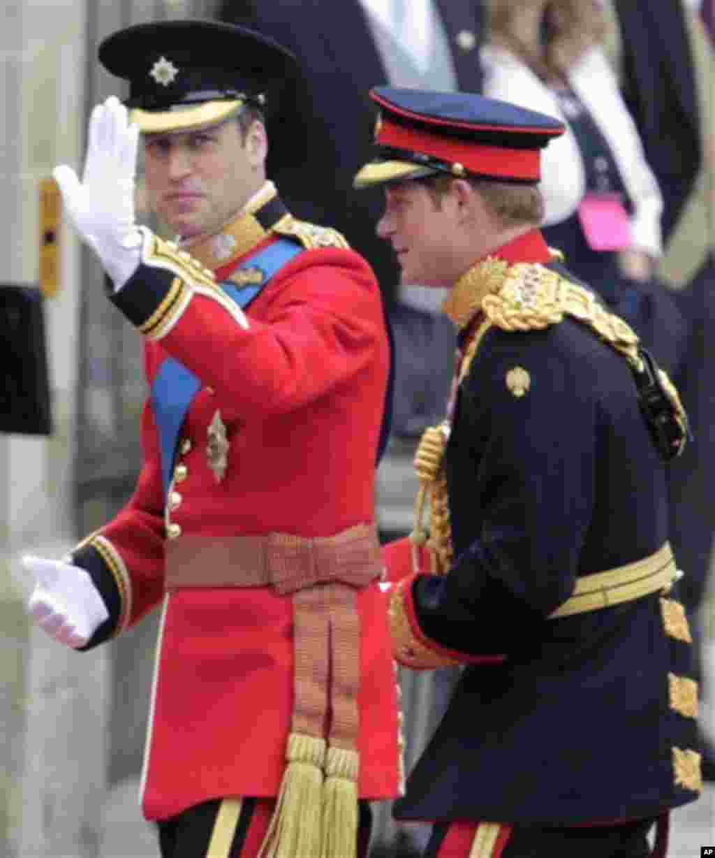 Britain's Prince William, left, and his best man Britain's Prince Harry arrive at Westminster Abbey at the Royal Wedding in London, April, 29, 2011 (AP Photo/Alastair Grant)