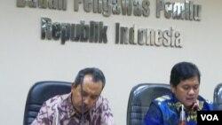Pengamat politik LIPI, Syamsudin Harris (kiri) dan politisi PAN, Viva Yoga (VOA/Iris)