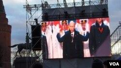 """普京3月18日在莫斯科紅場的集會上發表講話,祝賀克里米亞""""回歸""""俄羅斯。(美國之音白樺)"""