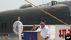 Bộ trưởng Quốc phòng Ấn Độ A.K. Antony nói chiếc tầu sẽ tăng cường an ninh và chủ quyền đất nước.