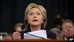 힐러리 클린턴 전 미국 국무장관이 지난해 10월 연방 하원 벵가지 특위에서 증언하고 있다.