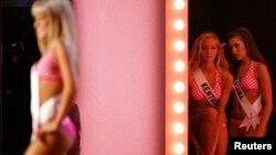قرار است در دوره جدید مسابقه دختر نوجوان شایسته آمریکا، شرکت کنندگان در مایو حاضر نشوند.