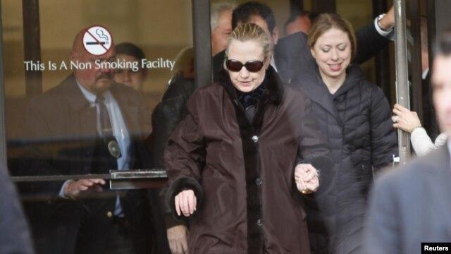 Hillary Clinton no momento em que abandonava o Hospital Presbiteriano de Nova Iorque onde esteve internada para tratmento de coágulo sanguíneo - 02 Jan 2013