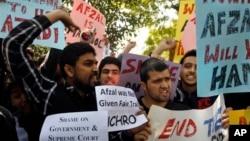 Studenti u Kašmiru i aktivisti koji se protive smrtnoj kazni učestvuju u protestu zbog pogubljenja Mohameda Afzal Gurua