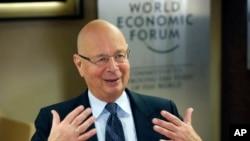 """La velocidad de esta revolución es tan rápida que hace difícil e incluso imposible para la comunidad política seguirla con las regulacionesy los marcos legislativos necesarios"""", dice Klaus Schwab, fundador del Foro de Davos."""