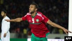 Le Marocain Ayoub el-Kaabi célèbre après avoir marqué lors du match de demi-finale du Championnat d'Afrique des Nations entre le Maroc et la Libye au Stade Mohammed V de Casablanca le 31 janvier 2018.