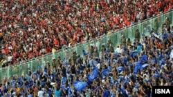 football fans in Perspolis&Esteghlal Match, تماشچیان فوتبال در مسابقه پرسپولیس و استقلال