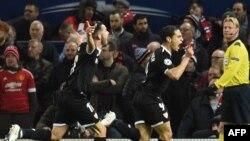 L'attaquant français de Séville Wissam Ben Yedder célèbre son but contre Manchester United à Old Trafford, Manchester, le 13 mars 2018