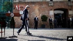 Theo Ngoại trưởng Kerry, cuộc đàm phán hạt nhân Iran có thể 'đi theo hướng này hoặc hướng khác'.