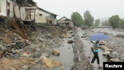 지난해 8월 폭우로 인한 홍수로 파괴된 북한 평안북도 구장군의 주택들. (자료사진)
