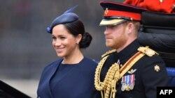 Hoàng tử Harry và phu nhân.