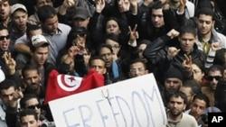 突尼斯東北某鎮警方向抗議人群開火