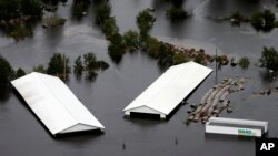 Poplavljene zgrade u Trentonu, Sjeverna Karolina
