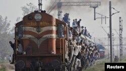 印度拥挤的火车