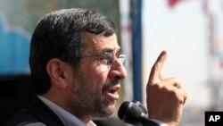 Махмуд Ахмадинежад во время выступления на митинге в честь 34-й годовщины исламской революции. Тегеран, Иран. 10 февраля 2013 года