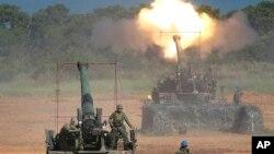 Quân đội Đài Loan tập trận trong cuộc thao dượt hàng năm Han Kuang ở Hsinchu, đông bắc Đài Loan. Quốc hội Mỹ đang xem xét thông qua một thương vụ bán vũ khí cho Đài Loan trong khi Trung Quốc phản đối dữ dội.