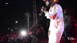 Bobi Wine en concert devant des milliers de fans en Ouganda (vidéo)