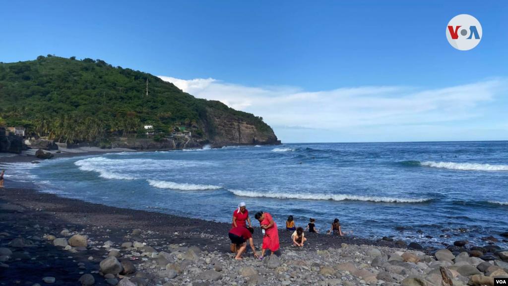 Playa El Zonte, lugar al que pertenece el pueblo salvadoreño que adoptó el bitcóin como moneda de intercambio.
