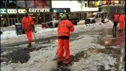 創紀錄暴雪之後,美國東海岸清除積雪忙