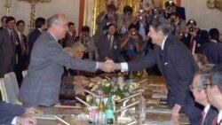 里根总统和苏联总书记戈尔巴乔夫(资料照片)
