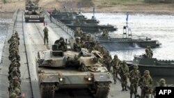 Khoảng 10 tàu chiến và máy bay từ Hoa Kỳ, Nhật Bản, Australia, Nam Triều Tiên và 10 nước khác đã tham gia cuộc diễn tập nhằm mục đích ngăn chặn các vụ chuyển giao vũ khí giết người hàng loạt.