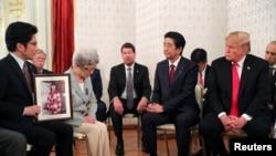 Presiden AS Donald Trump dan Perdana Menteri Jepang Shinzo Abe di Istana Akasaka di Tokyo, Jepang 27 Mei 2019. {Foto: Reuters/Jonathan Ernst)