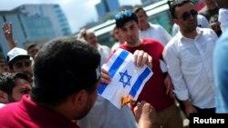 터키 이스탄불에서 지난 7월 이스라엘의 팔레스타인 정책에 항의하는 시위가 벌어졌다. (자료사진)