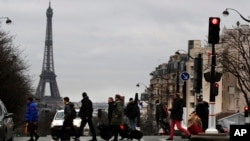 Suasana di salah satu sudut kota Paris, ibu kota Perancis, pada hari ke-23 aksi mogok kerja, 27 Desember 2019.