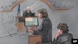 Trong bức vẽ phác họa, luật sư biện hộ cho Dzhokhar Tsarnaev, bà Judy Clarke đưa ra lời biện luận cuối cùng trước bồi thẩm đoàn, trong khi Dzhokhar Tsarnaev ngồi bên cạnh trong phiên xét xử hôm 6/4/2015, ở Boston.