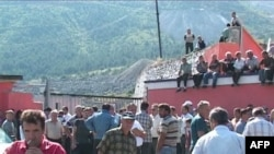 """Shqipëri: Presidentja e """"ACR"""" përsëri thirrje minatorëve në protestë për bisedime"""