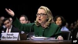 2013年1月23日前美國國務卿克林頓﹐在參議院外交關係委員會聽證會上 就班加西襲擊事件作證。