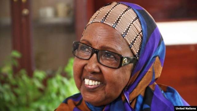 Nansen Refugee Award winner Mama Hawa brings education to Somali women. (UNHCR - F. Juez)