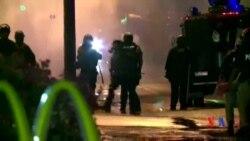 2014-08-17 美國之音視頻新聞: 弗格森實施宵禁 警方用煙霧彈驅散抗議者