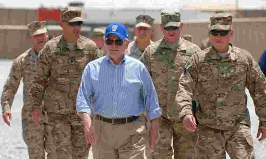گیتس: اعضای ناتو باید سهم خود را افزایش دهند رابرت گیتس وزیر دفاع آمریکا به کشورهای عضو ناتو هشدار داده که باید بودجه های دفاعی خود را افزایش دهند، در غیراین صورت این اتحادیه نظامی با آینده تیره ای روبرو خواهد شد.