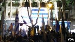 El Partido Nacional organizó seis caravanas por Montevideo con un acto en El Prado. El Frente Amplio hace su cierre de campaña el sábado.