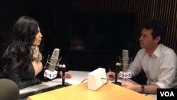 آریانا سعید حین مصاحبه در برنامه هنری گنج شایگان رادیو صدای امریکا